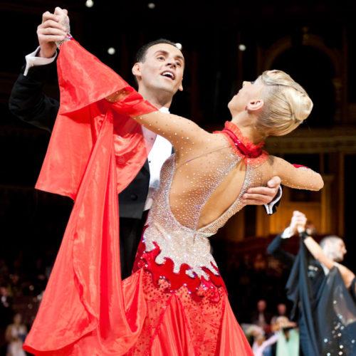 Corsi-Ballo-Danze-Nazionali-Danze-Internazionali-Ballo-da-Sala-Ballo-Liscio_Club_Royal_Dance