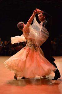 Corsi-ballo-ball-room-valzer-lento-inglese_Club_Royal_Dance
